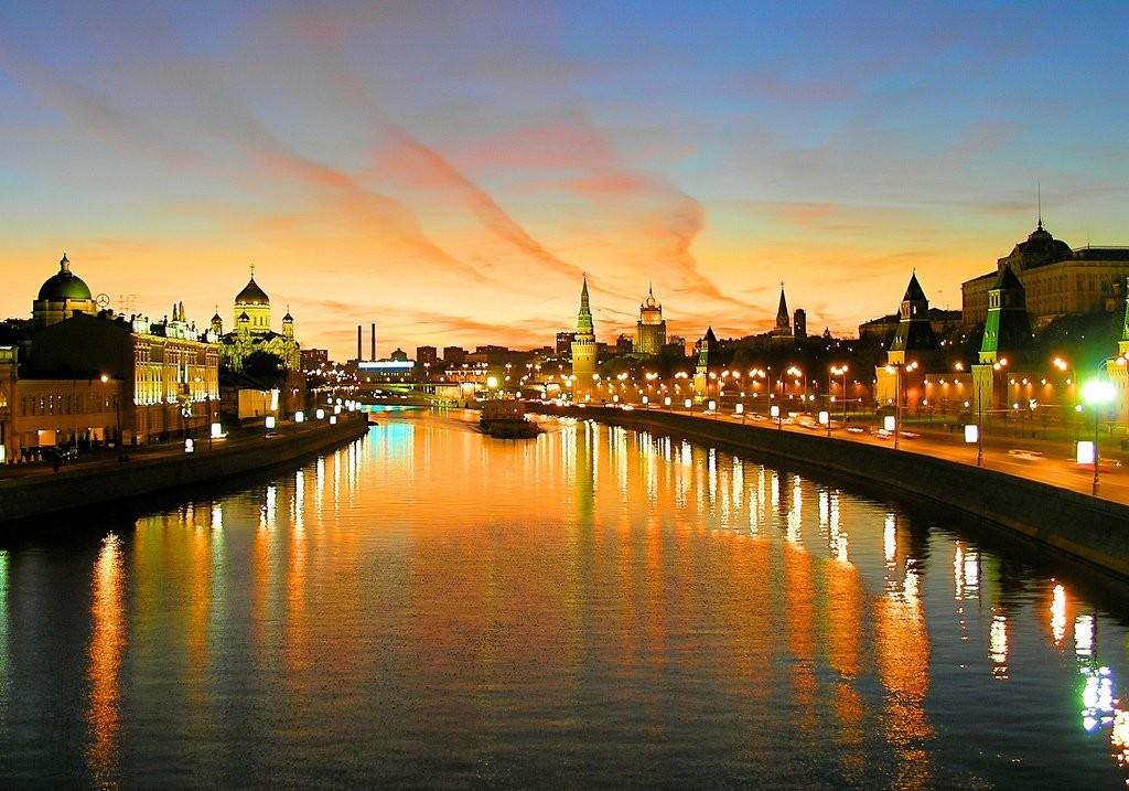 'Kremlin Embankment' by Esoloviev flickr